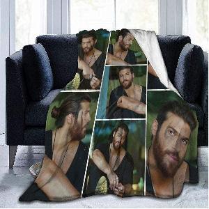 Manta fotos Can Yaman collage, manda de franela super suave con una colección de fotos del actor turco, medidas 127x102 cm.