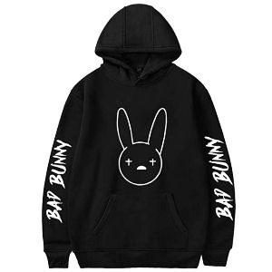 Sudadera Bad Bunny con letras en las mangas
